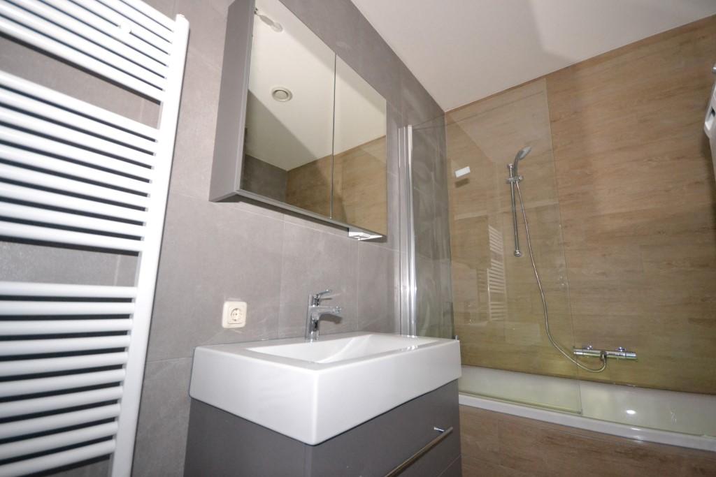 Badkamer met bubbelbad - Ba-s