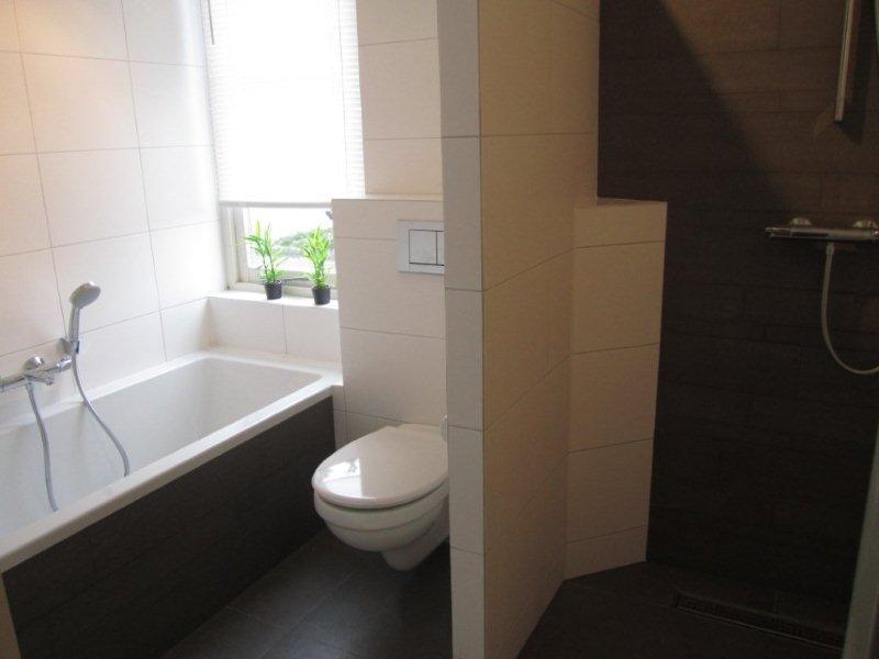 Inloopdouche Met Ligbad : Budget badkamer met ligbad en inloopdouche ba s