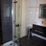Gedeelte gerenoveerd badkamer