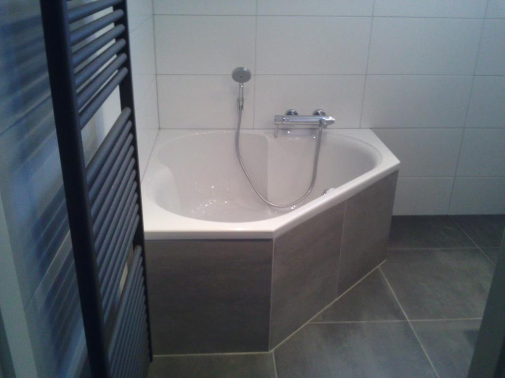 Inloopdouche Met Hoekbad : Luxe badkamer met hoekbad en inloopdouche ba s