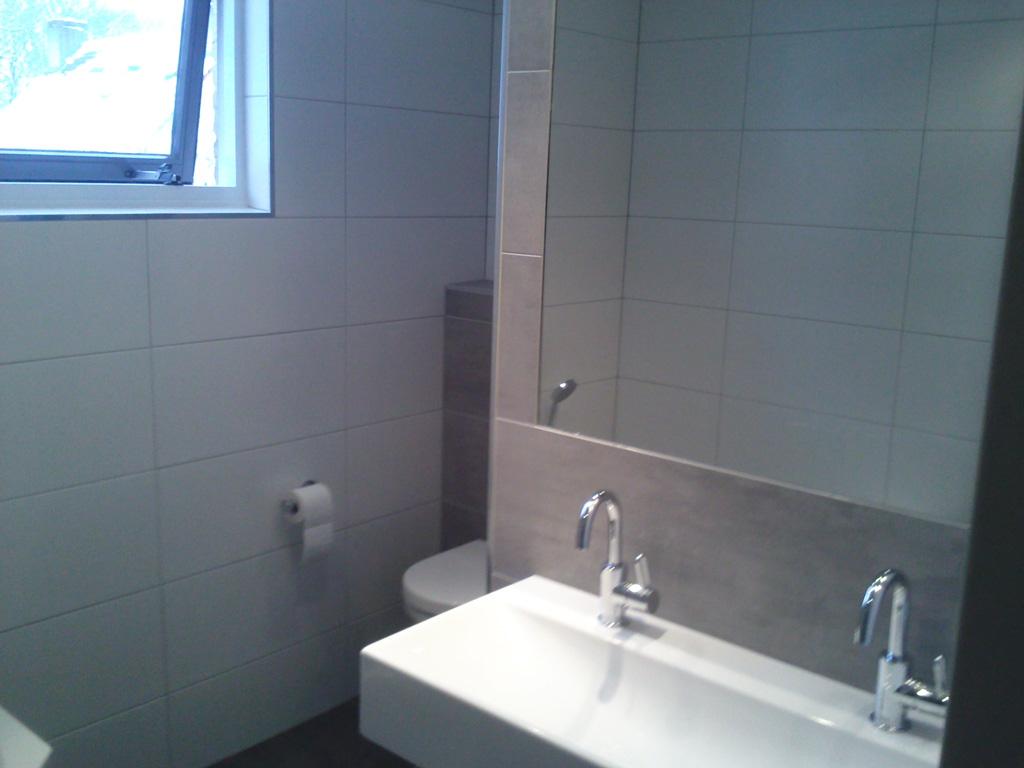 Luxe badkamer met hoekbad en inloopdouche ba s - Badkamer in m ...