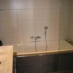 Luxe badkamer met ligbad en inloopdouche