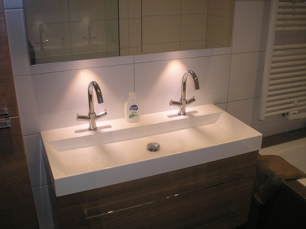Luxe badkamer met ligbad en inloopdouche ba s
