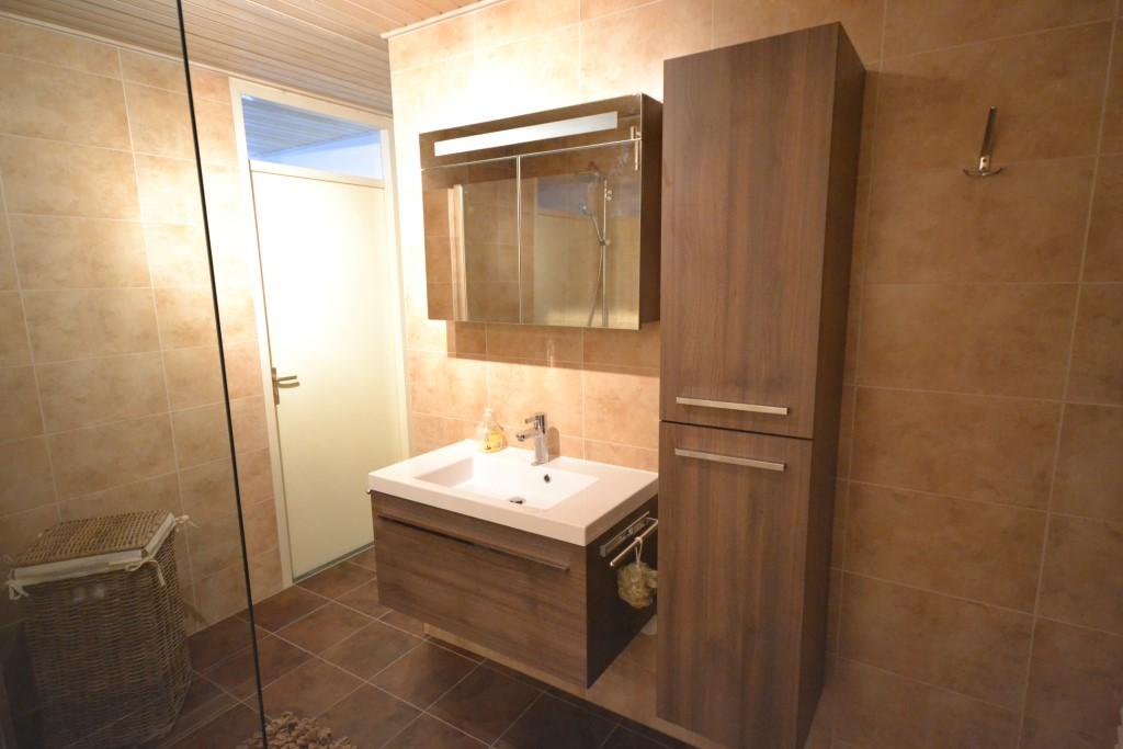 Vloertegels bruin badkamer interieur meubilair idee n - Badkamer beige en bruin ...