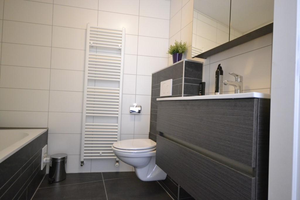 Badkamer radiator met bovenaansluiting badkamer ontwerp idee n voor uw huis samen - Badkamer meubilair ontwerp eigentijds ...